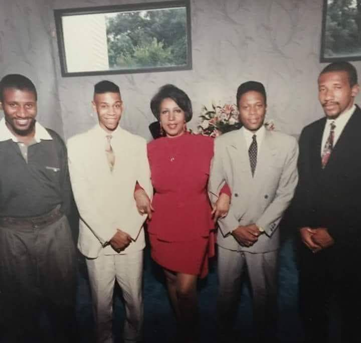 Aretha Franklin Her Sons With Images Aretha Franklin Church
