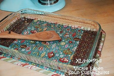 Spun Sugar Quilts: XL Hotpad tutorial. A quick and easy gift. Easier (and more fun!) than using two hotpads on the table, which is what I always do. Another idea to use your favorite fabric scraps for something useful.