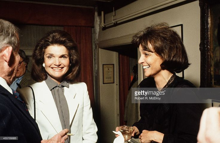 American fomer First Lady and editor Jacqueline Kennedy Onassis (1929 - 1994) (center) and socialite and biographer Nina Auchincloss Straight attend an unspecified event, New York, New York, 1981. (Photo by Robert R McElroy/Getty Images)