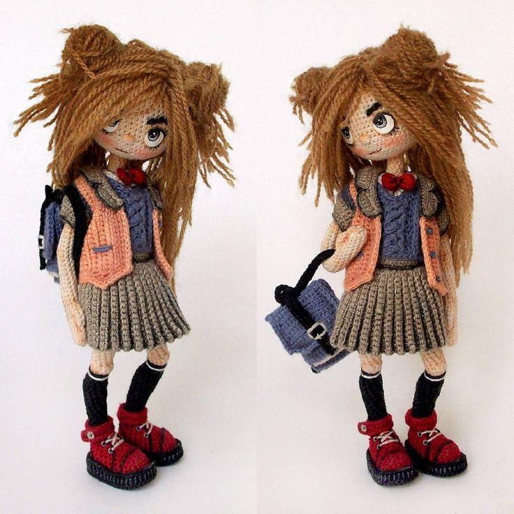 Amigurumi doll. Love the pleated skirt.