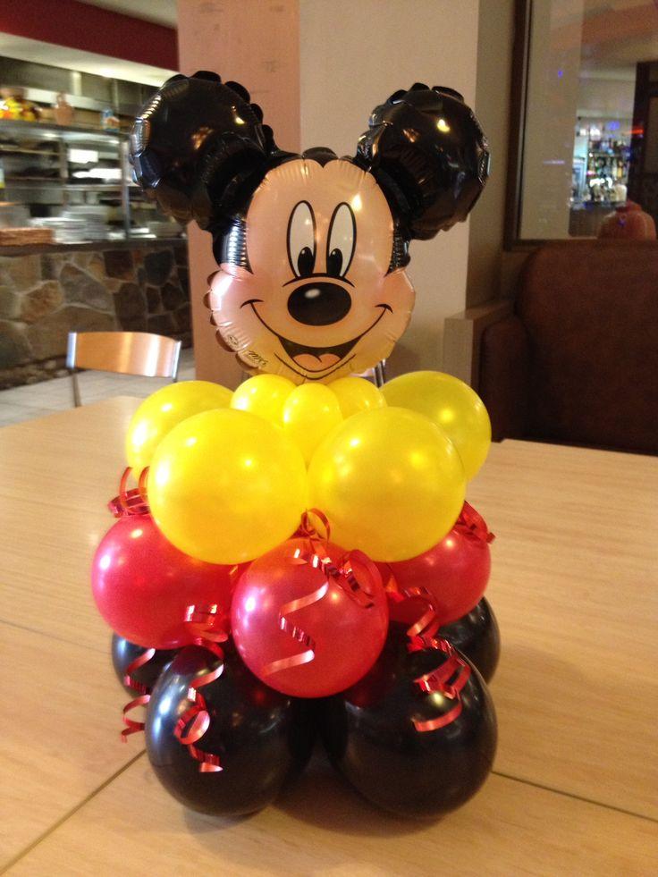 Centro de mesa con globos con escultura de Mickey. #FiestaMickey