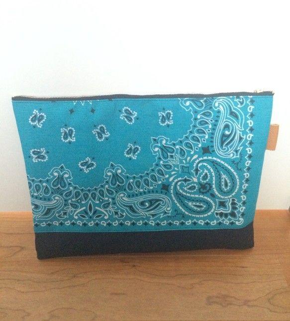 バンダナ×帆布のクラッチバッグ。 ハンドメイド、手作り、手仕事品の通販・販売・購入ならCreema。