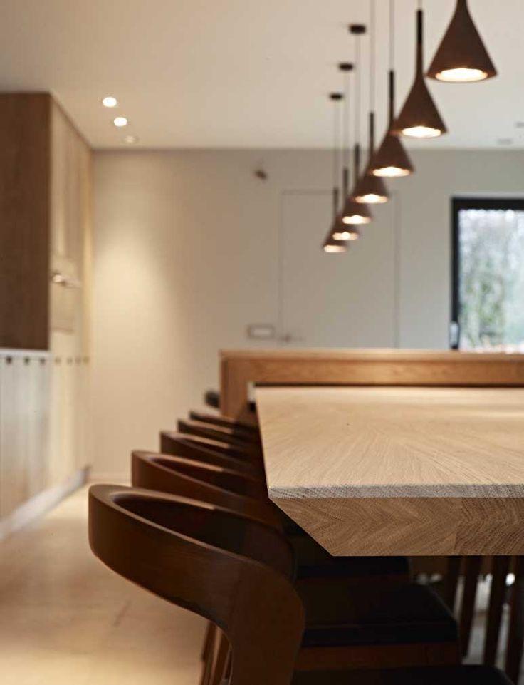 Eiken keuken met lange massieve tafel strakke tijdloze eiken keuken pinterest met - Keuken met bar tafel ...