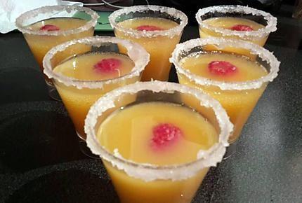 La meilleure recette de Cocktail bellini (cocktail de noël)! L'essayer, c'est l'adopter! 5.0/5 (4 votes), 6 Commentaires. Ingrédients: 20 cl de nectar de pêche, champagne frais, framboises