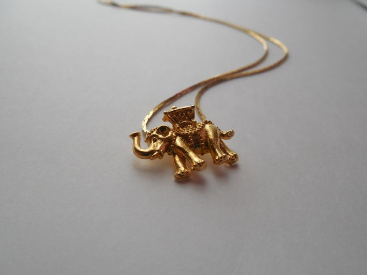 Cute elephant necklace!: