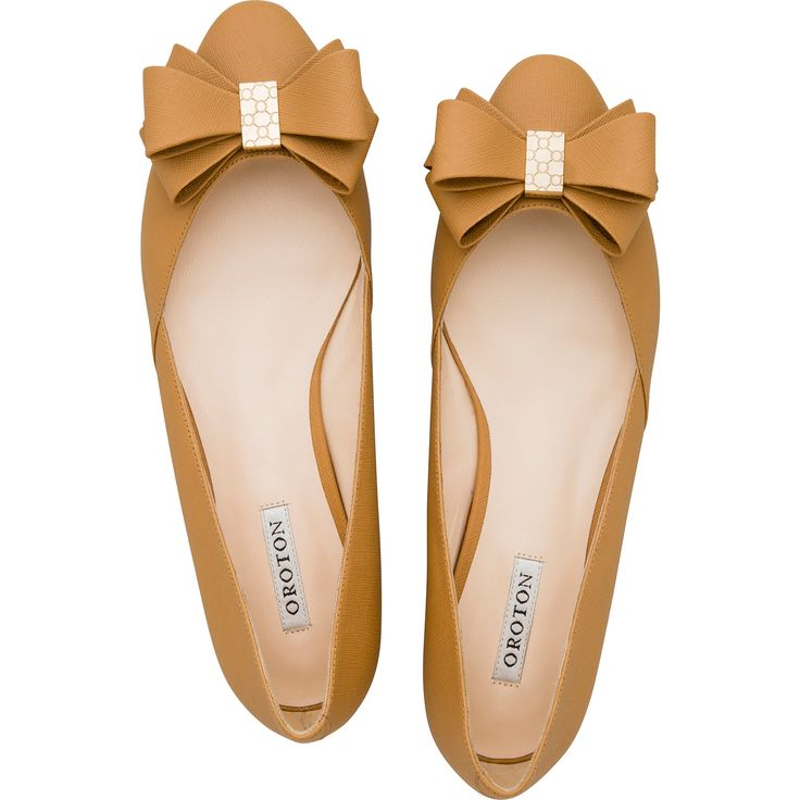 Twist Texture Bow Flats in Natural | Oroton