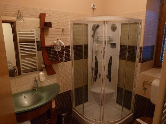Another Great Space Saving Design. Awesome ShowersSpace SavingDesign