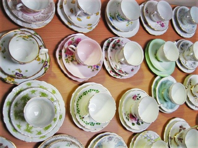 Hire our vintage teacups and saucers set to add a cute and girly touch to your event! #vintage #teacups #event #ideas #serving
