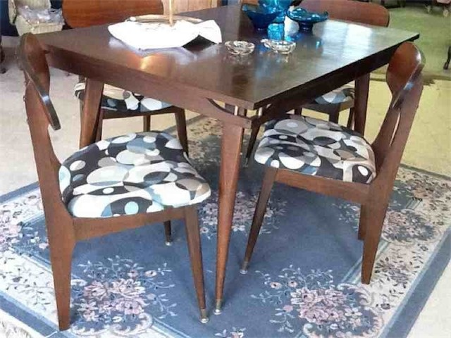 Love The Classic Lines Of This Dining Room Set If Only It Were Bigger 50 Years OldYear