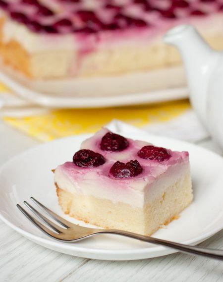 Пирог с вишней и заварным кремом