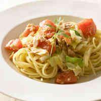 ツナとトマトとキャベツのペペロンチーノ
