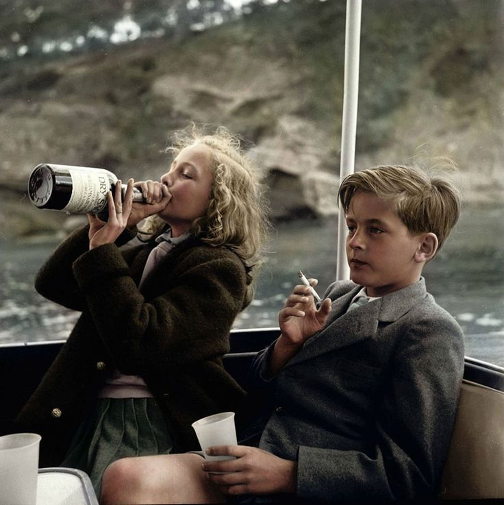 Yvonne (13) and Alexander (12) Sayn-Wittgenstein-Sayn take drink and smoke on yacht near Majorca | BoredPanda