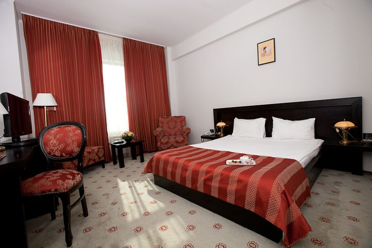 red king bed room