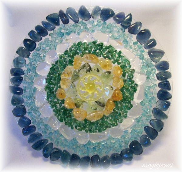 asambláž - mandaly drahokamů   drahokamová mandala - kolo Dharmy   magicjewel.cz-eshop,autorské, netradiční,šperky,náhrdelníky,drahokamové obrazy a dekorace,drahé kameny,prsteny,řetízky,přívěsky,soupravy
