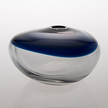 "Timo Sarpaneva - Art glass sculpture ""Nukkuva lintu"" (Sleeping bird) (l. 20 cm) for Iittala 1962, Finland."