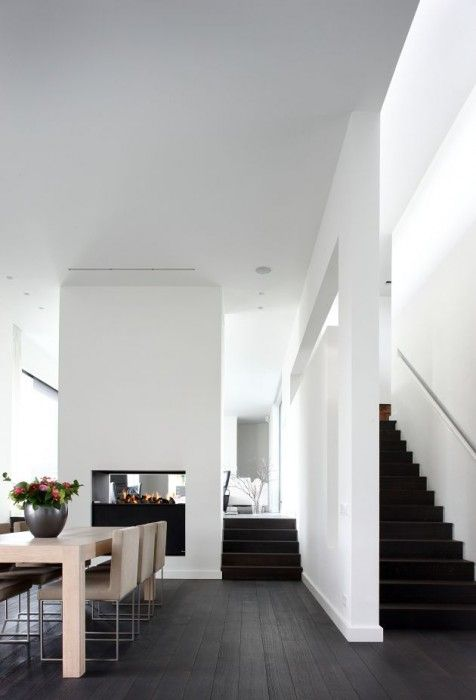 Residential House, Roosendaal, Netherlands   Oomen Architects Dark floors with crispy white everything.