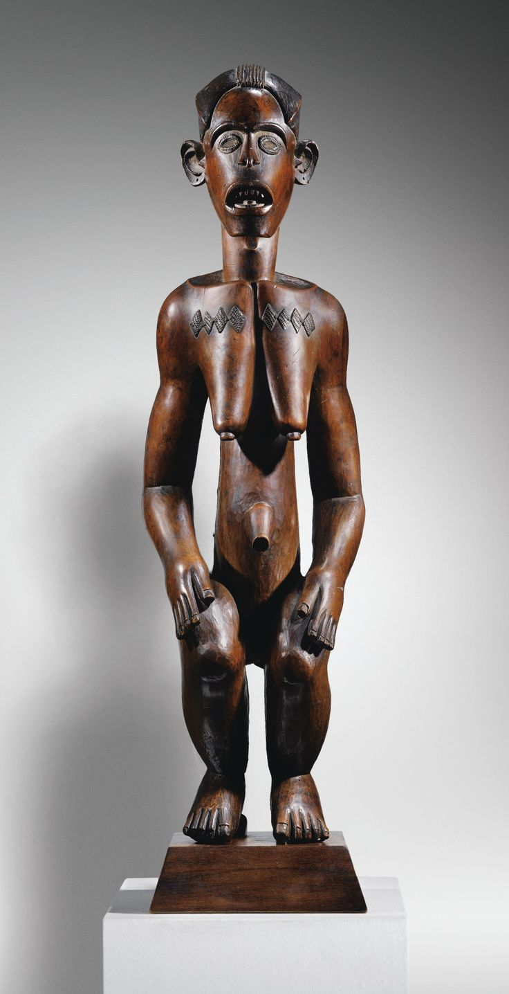 """Statue, Fang Mabea, début XIX siècle, Cameroun - Of the Fang figures in Europe at that time, all were from styles attributed to the Fang groups settled in the coastal area around the equator, in the region then known as Süd-Kamerun. Celebrated under the name """"Pahouin"""" by the avant-garde, this early group of Fang ancestor figures already contained the dozen figures which comprise the smallest and most distinctive known corpus of Fang sculpture – that of the Fang-Mabea..."""