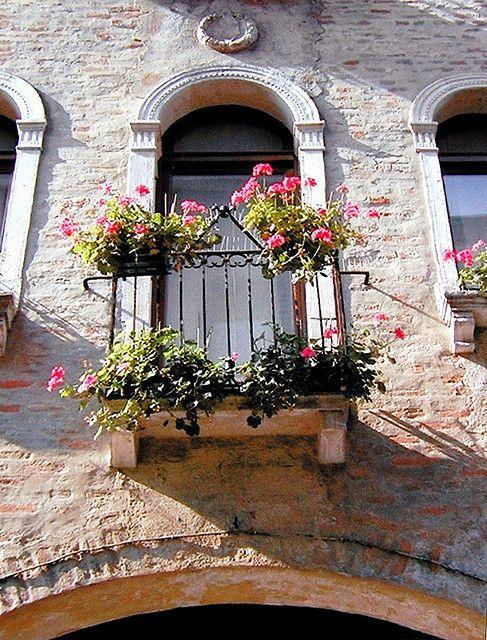 BALCONE FIORITO in antica casa TREVISO by aldofurlanetto, via Flickr