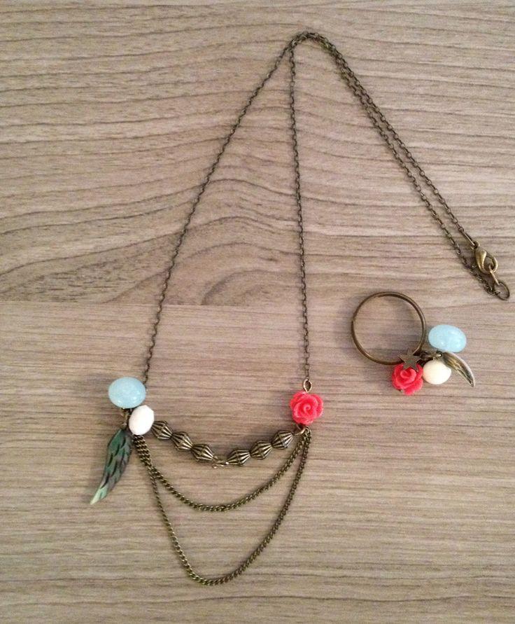 bijoux de printemps,collier et bague bronze,avec bouton bottine  et pastille de la droguerie, rose couleur corail, aile d'ange en nacre!