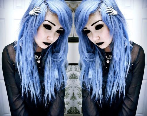 Pastel goth fashion.. kool hair clips