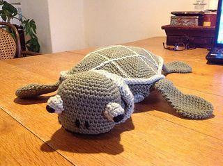 Toasty turtle by Medora Smit.    FREE PDF 9/14.