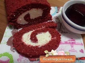 Rotolo red velvet alle rape rosse con panna e cioccolato bianco .  http://www.ricettegustose.it/Torte_1_html/Rotolo_red_velvet_alle_rape_rosse.html
