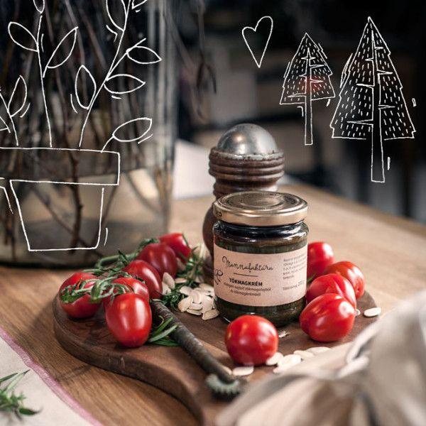 A konyhaművészet és a világot jelentő deszkák. Kecses és mégis dinamikus alakú, sonkaformájú vágódeszkánkat csodás mintázatú, rendkívül tartós diófából készítettük és természetes olajokkal kezeltük a Kitchy jóvoltából. #kitchen #kitchdesign
