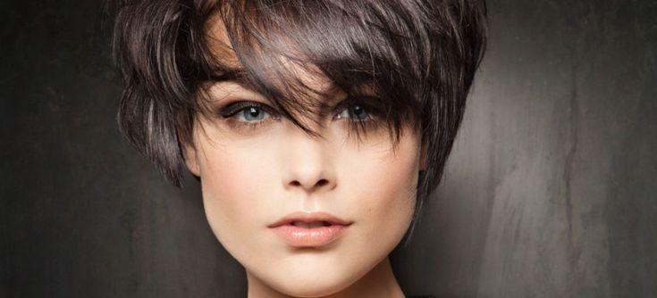 Красивая, правильно подобранная прическа – это залог полноценного, законченного образа. Удачно подстриженные волосы способны полностью изменить внешний вид человека, скорректировать недостатки лица и подчеркнуть достоинства. Женская страсть к постоянным переменам делает короткие стрижки невероятно востребованными, из года в год их популярность только растет. Но при этом нельзя сказать, что женские стрижки на короткие волосы никогда […]