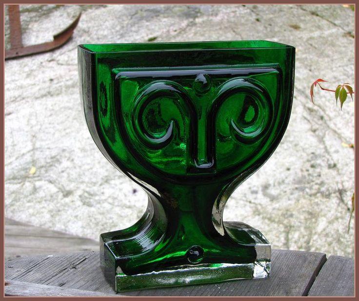 VIKTORIANA vase.  Designed by Helena Tynell for Riihimäen lasi.