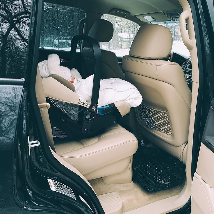 #concordairsafe combines maximum safety with minimum weight (29kg) so parents can effortlessly carry and transfer it from the car to the buggy!  #baby #babysafety #safety #safetyinthecar #inthecar #car #babyboy #babyproducts #CRS #carrestrainsystem #babycarrier #concord #concordair #productdesign #germanproduct #design #motherhood #bebe #sillita #kindersitz #sillaseguridad #repost