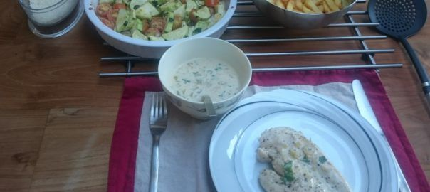 Recept: gebakken kipfilet met witte wijnsaus en geroosterde groentes