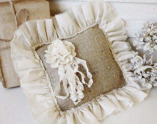 burlap ring bearer pillow: Crafts Ideas, Sewing Projects, Burlap Pillows, Burlap Crafts, Rings Bearer Pillows, Throw Pillows, Burlap Rings, Bearer Pillows Wedding, Cushion Pillows