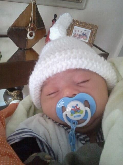 Touca em crochê para recém nascido.