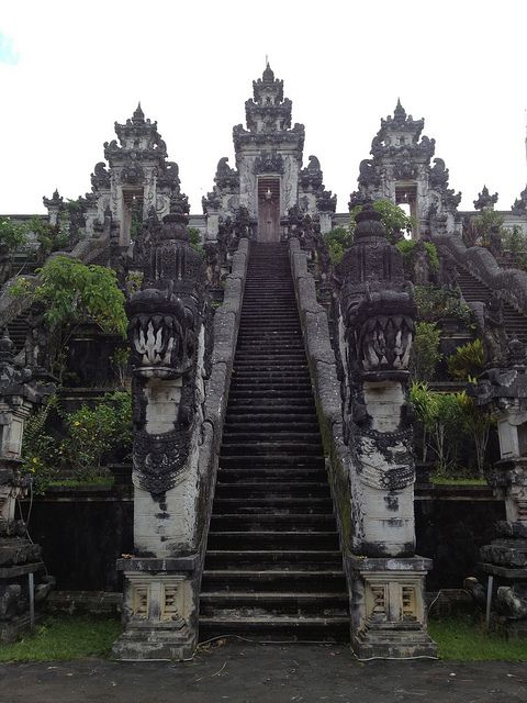 The stairs to Pura Lempuyang temple in Bali / Indonesia (by pablo marx)