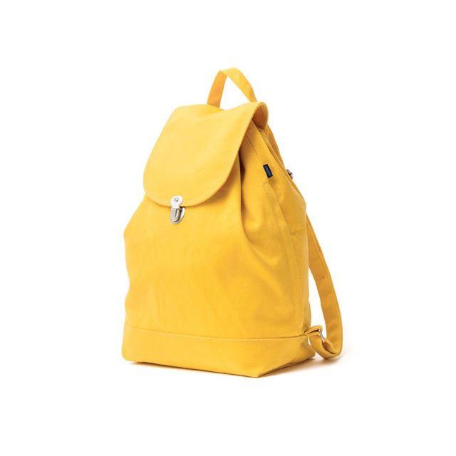 Sac à dos Jaune sur Grazia For SPOOTNIK. Un sac à dos coloré en coton recyclé. Parfait pour le printemps! Doté de ganses ajustables et d'une poche intérieure. Peut contenir un ordinateur portable ...