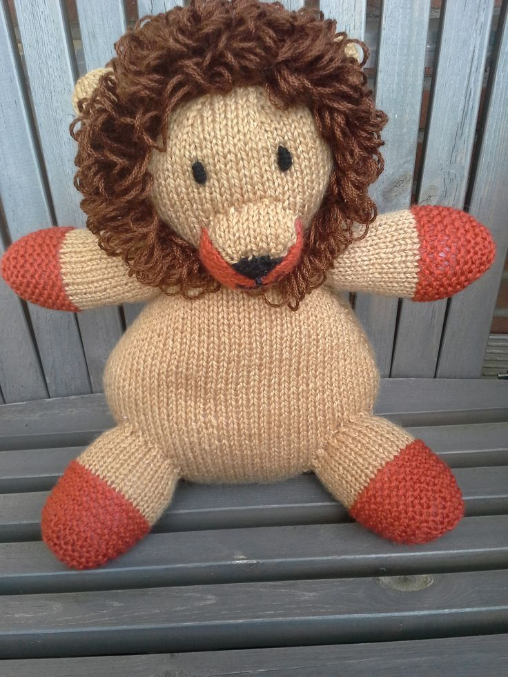 Lion from leftovers knitting wool