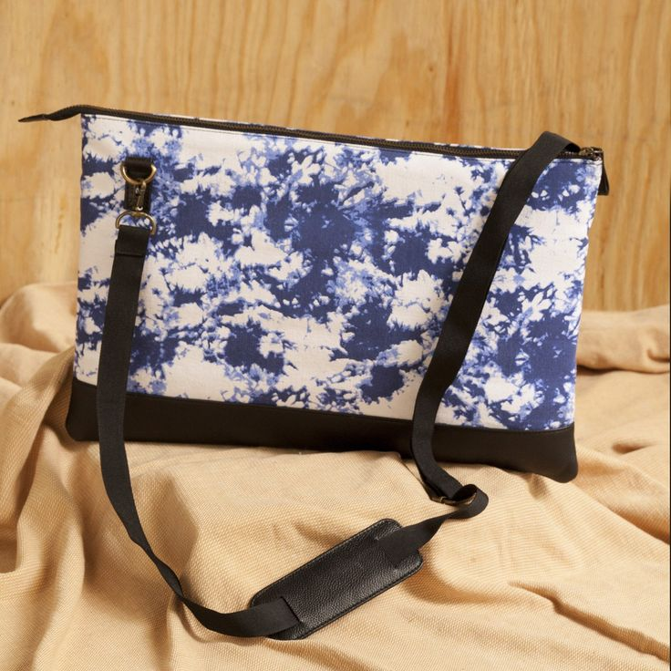 Waterwave Genuine Laptop Bag. https://www.qtrove.com/products/water-splash-lapop-bag Fits up-to 15 inch laptop and has 4 compartments.This slim bag will make you fall in love with it. https://www.qtrove.com/products/water-splash-lapop-bag