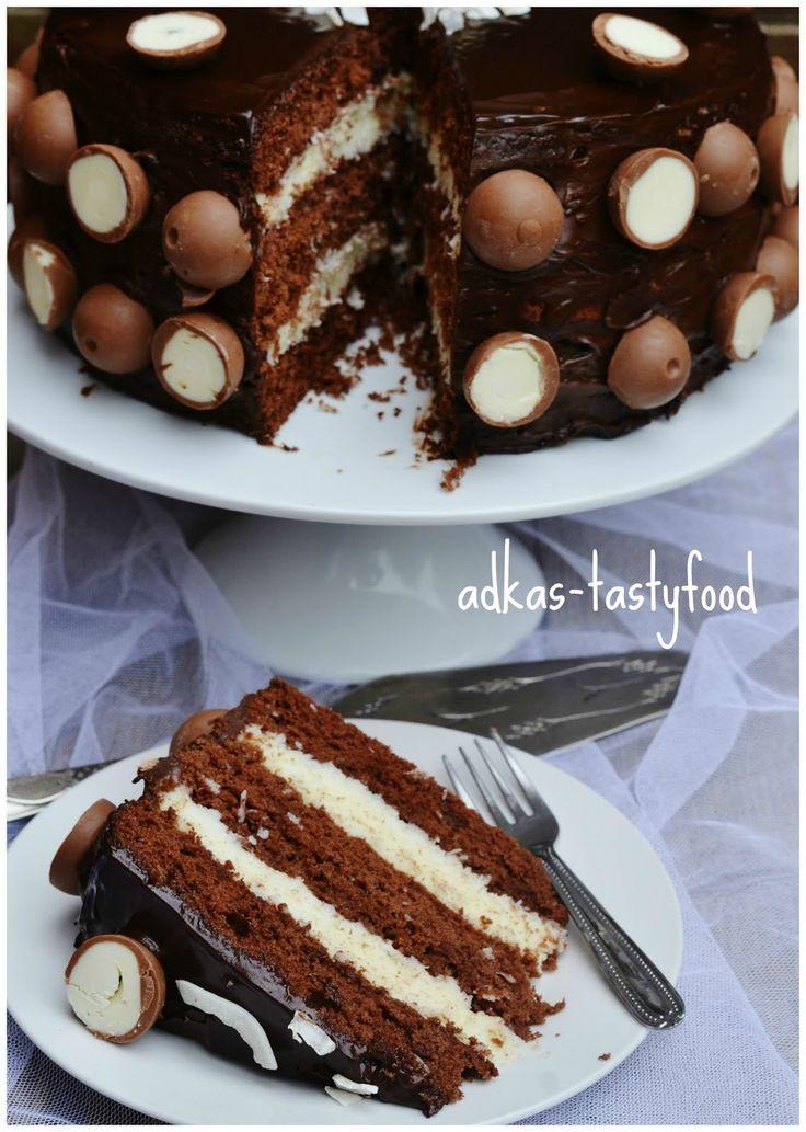 .Lahodna cokoladovo-kokosova torta. Jemna piskota, vyborny kokosovy krem a to vsetko korunovane skvelymi coko-koko bonbon...