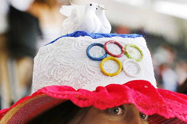 A woman wears a hat with the Olympic rings before the athletics competition during the London 2012 Olympic Games. (Photo by David Gray/Reuters)