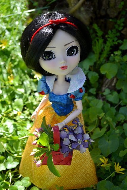 Aria (Pullip Rida) as Snow White, via Flickr.
