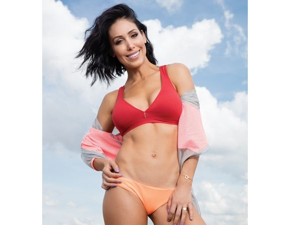 Bella Falconi é estrela da capa da CORPO de maio Famosas da Capa