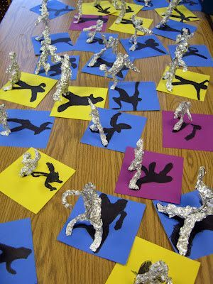 Super creative craft project for kids. Make aluminum foil sculptures and draw their shadows in the background. Fun rainy day activity.
