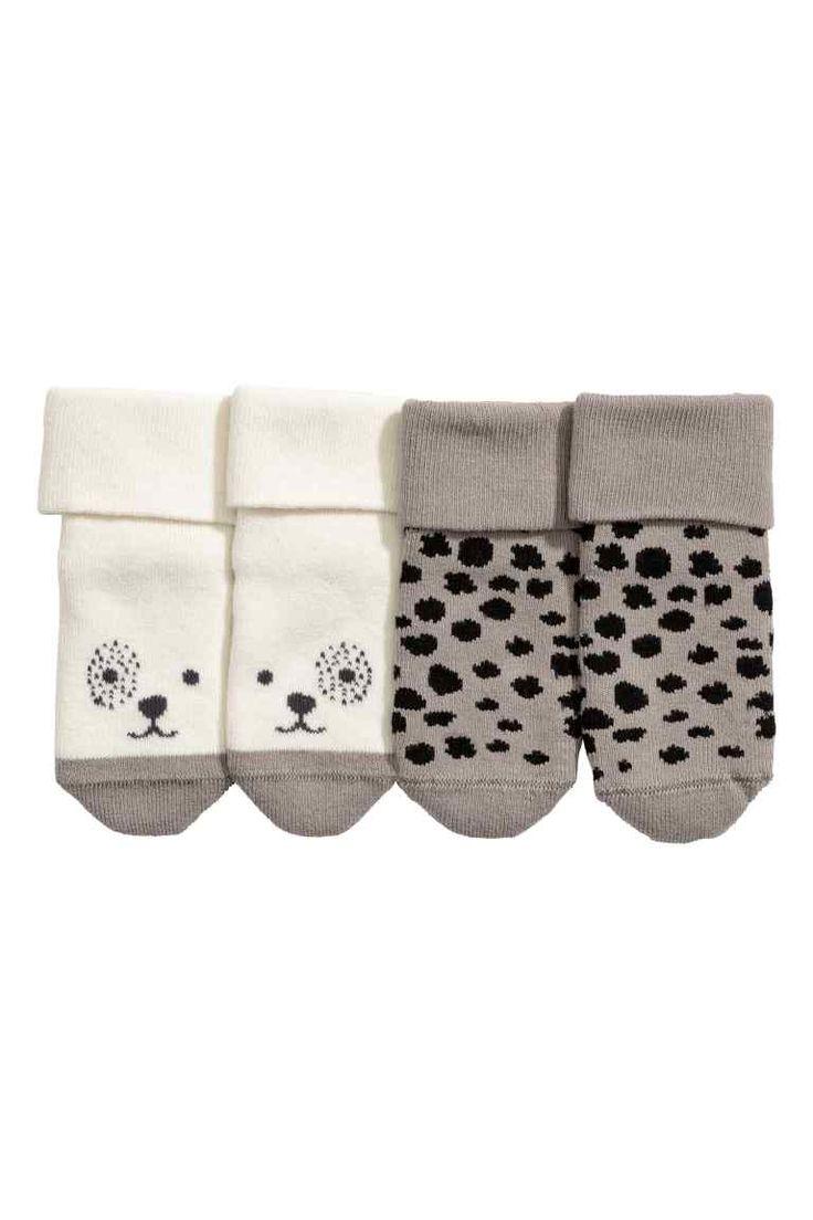 Lot de 2 paires de chaussettes: CONSCIOUS. Chaussettes en maille jacquard de coton souple mélangé avec tige repliable. (Pointures 19/21 et 22/24 avec semelle antidérapante.) Article partiellement réalisé en coton bio.