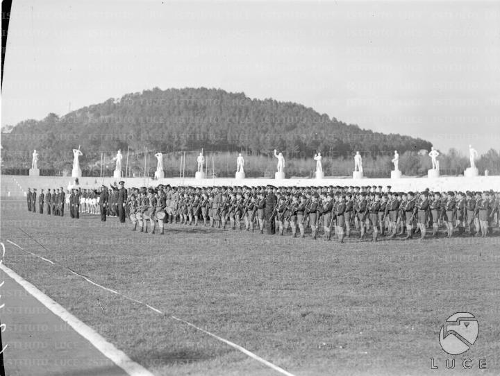 Balilla moschettieri e allievi dell'Accademia Fascista di Educazione Fisica schierati allo Stadio dei Marmi  ATTUALITA/A35-015/A00063445.JPG