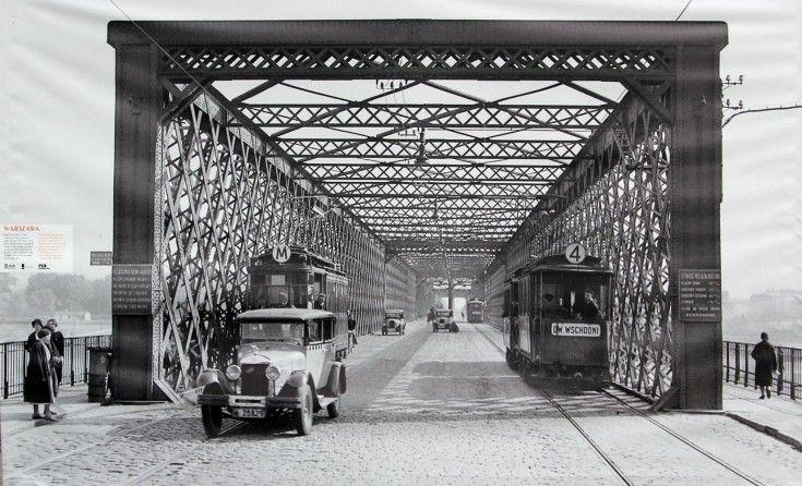 Galeria: Warszawa na zdjęciach Willema van de Polla [GALERIA] (2/18) - Warszawa - WawaLove. Most Kierbedzia (w kierunku Pragi). Stan po odbudowie w 1916 roku.