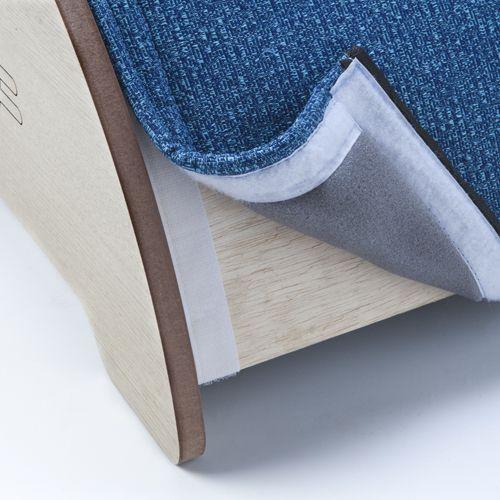Tecido fixado com velcro, facilita a a higienização e pode ser trocado quando estragar.