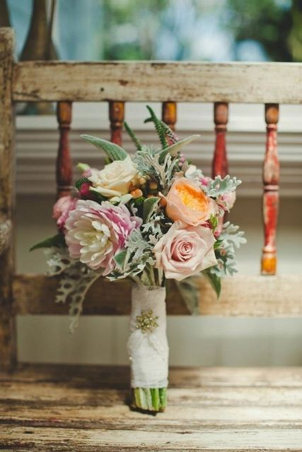 These look freshly picked from the cottage gardens and are beautifully wrapped with a diamante pin to finish