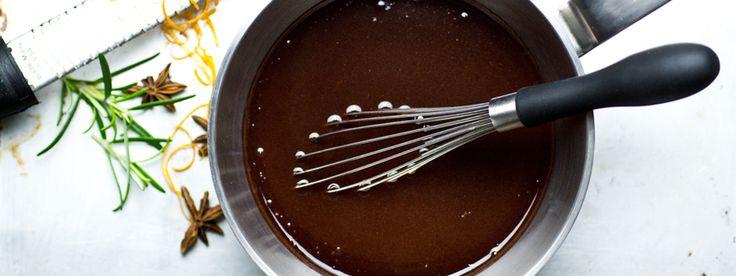 Rödvinsås till anka med en touch av stjärnanis och apelsin. Med god smak av vitlök, rött vin, lök, morot, apelsin, stjärnanis, timjan och Kalvfond.