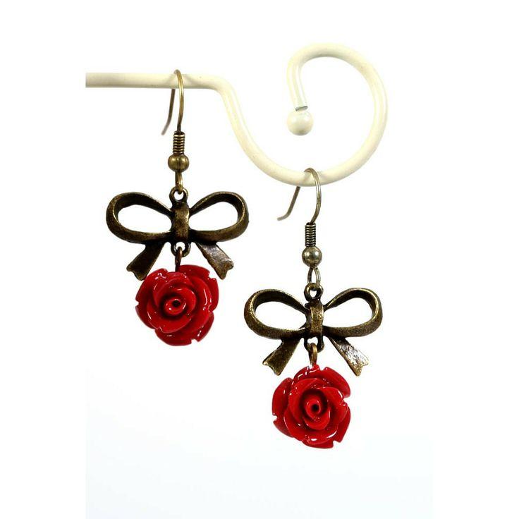 Oorbellen met bordeaux roosjes en opvallende strik - http://www.onlinejuwelenkopen.be/Retro-oorbellen-met-bordeaux-roosje-en-opvallende-strik
