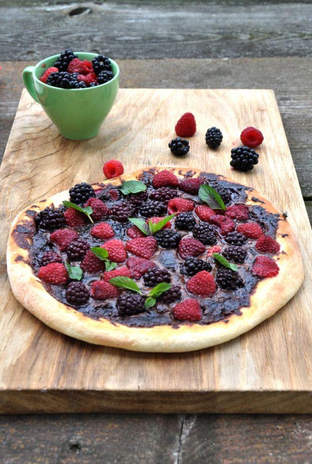 berry & nutella pizza czyli pizza na słodko z malinami, jeżynami i nutellą